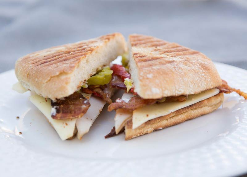 img-tom-and-steviews-bistro-sandwich-2